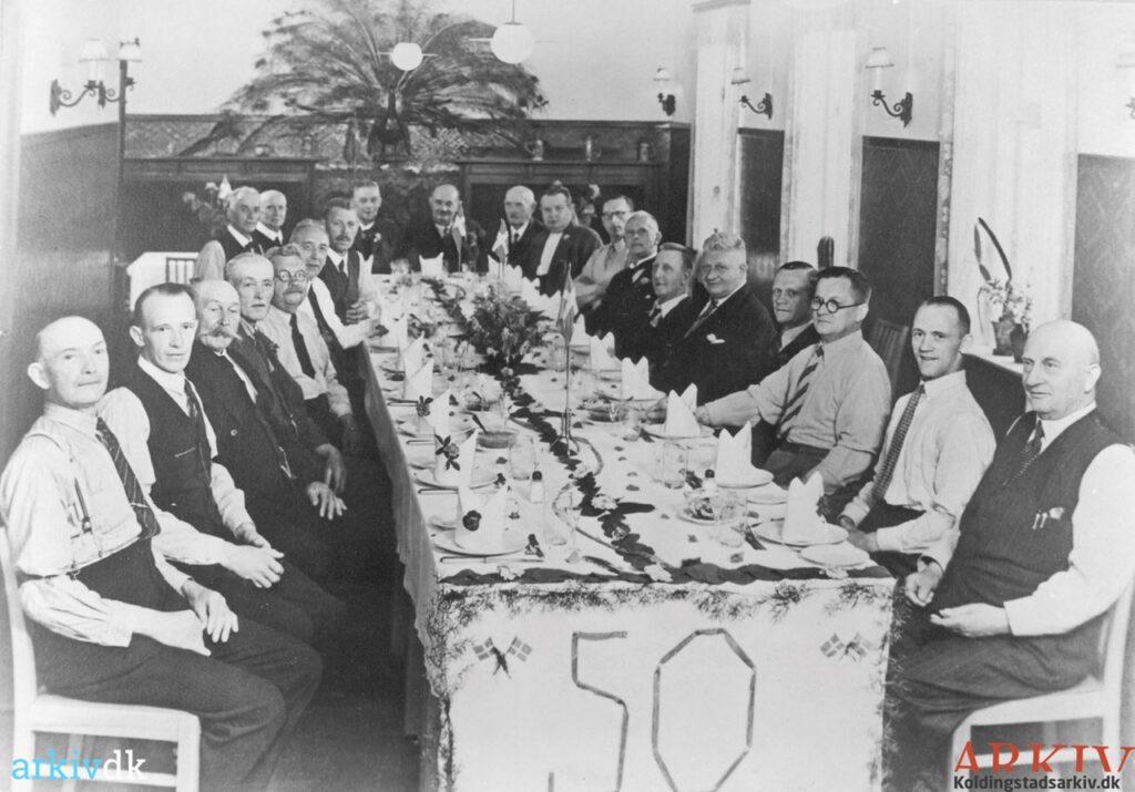 Kolding Skovforening af 1891 holder middagsselskab i forbindelse med deres 50-års jubilæum d. 7. juli 1941 i Bramdrupskov.