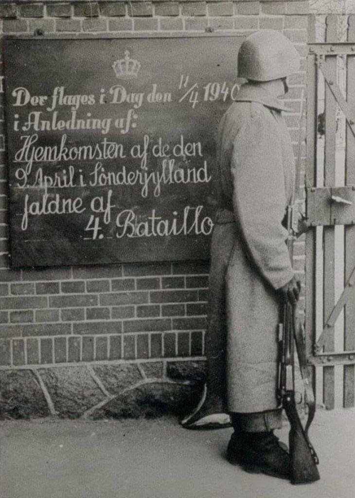 Der flages i dag, i anledning af de faldne fra kampene i Sønderjylland den 9. april 1940 ankommer til Odense kasernen.